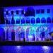 Η Γαλανόλευκη σημαία φωτίζει το Δημαρχείο και το ρολόι